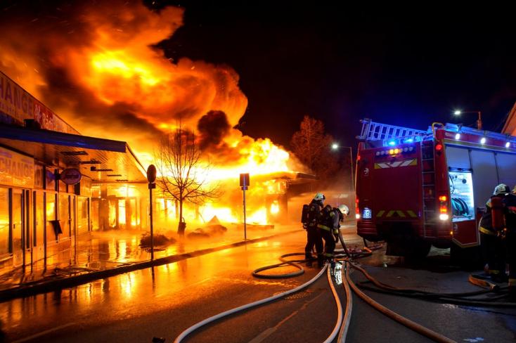 Tűz ütött ki egy magyarországi Spar áruházban