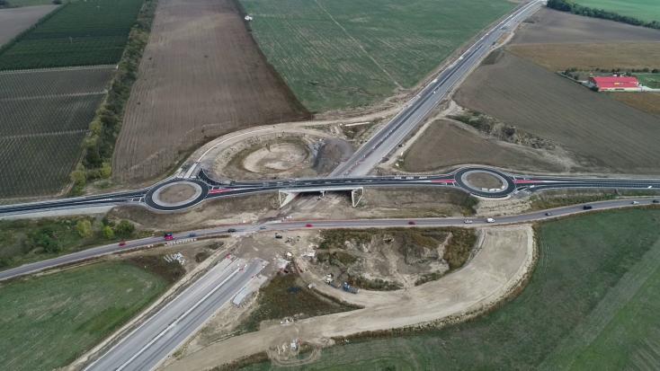 Újabb építményt adtak át az R7-es gyorsforgalmin, mától járható az új csomópont Somorjánál (VIDEÓ)