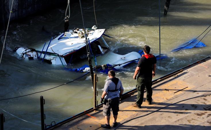 Dunai hajóbaleset: Megkezdték az elsüllyedt hajó kiemelését (FOTÓK)