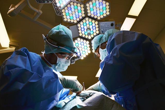A komáromi sebészek új technikát alkalmaznak a hasfali sérv műtéti kezelésére