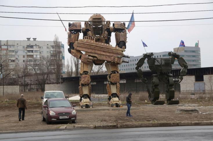 Százezernyi katonával ijesztgeti Moszkva a szomszédországot