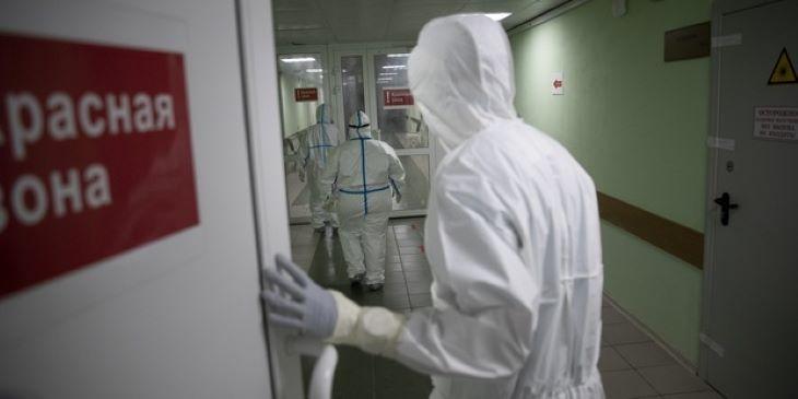 Hatezerhez közelít az új koronavírus-fertőzöttek száma Oroszországban