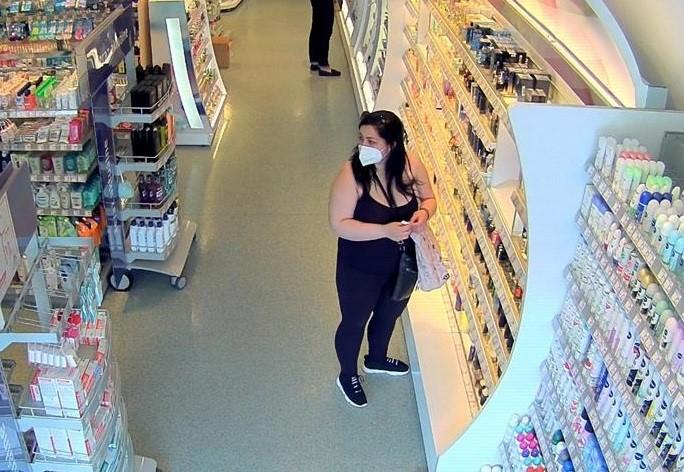 Ez a nő 550 euró értekben lopott el parfümöt egy somorjai drogériából