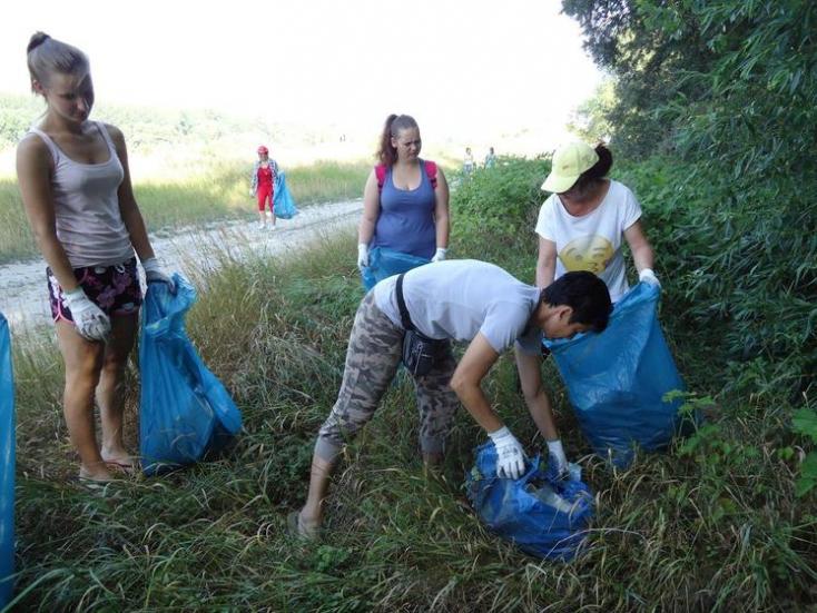 Néhány száz önkéntes csaknem egy tonna szemetet gyűjtött össze