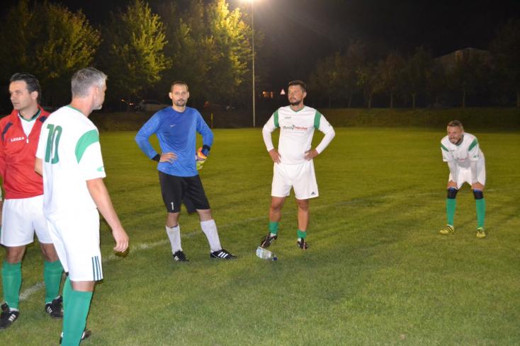 Öregfiúk focija: Lejátszották a play off odavágóit