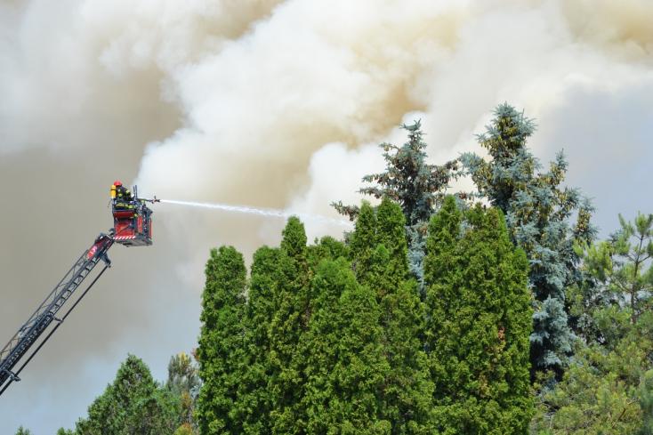 Mindenkivel számolnak a pusztító tűz után is a dunaszerdahelyi Minitnél