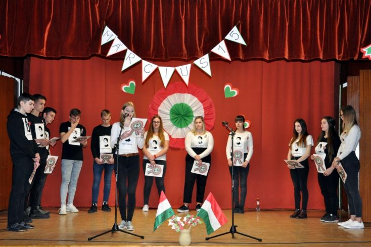 Petőfi napja a dunaszerdahelyi Vidékfejlesztési Szakközépiskola és Középfokú Sportiskolában