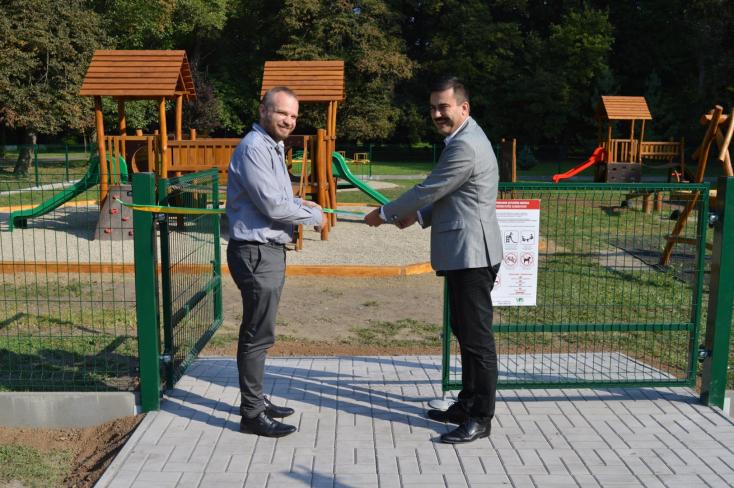 Már élvezhetik az új játszóteret a gyerekek