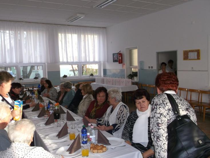 Nyugdíjastalálkozó a csilizradványi alapiskolában