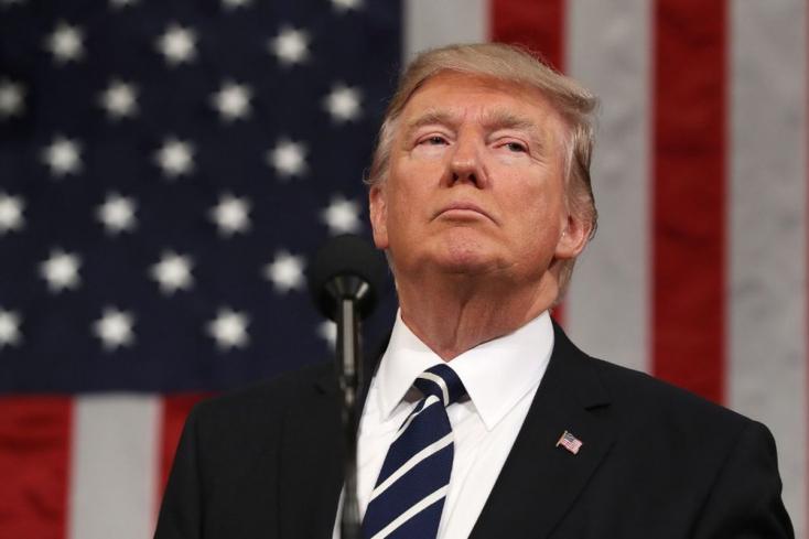 Donald Trump falépítést ígért és a sajtót bírálta