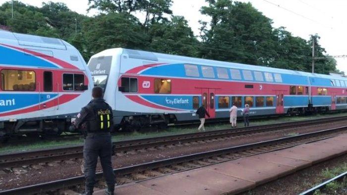 Lövéseket adhattak le egy vonatra Csehországban!