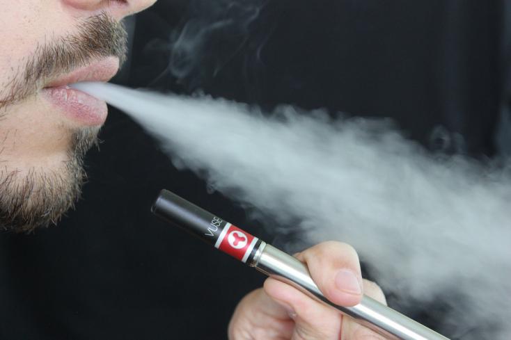 Ezt teszi a szervezetünkkel az e-cigaretta! A dohányzás károsabb, de...