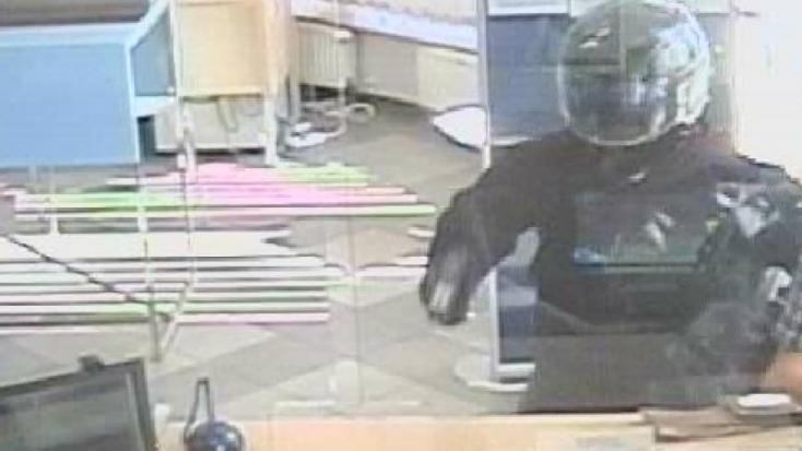 Bukósisakban fosztottak ki egy bankfiókot Pozsonyban