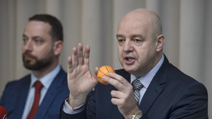Rusko szándékos lejáratás miatt tesz feljelentést