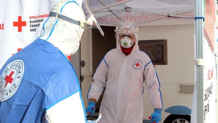 Két újabb szlovákiai üzemben jelent meg a koronavírus, karanténban több száz ember!