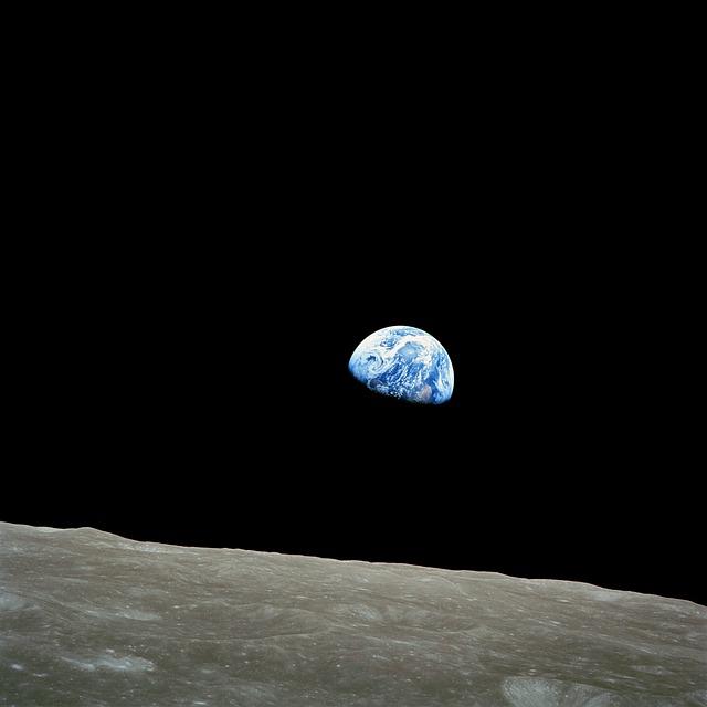 Meteorit-becsapódás nyomán felszabaduló vízpárát figyeltek meg a Holdon