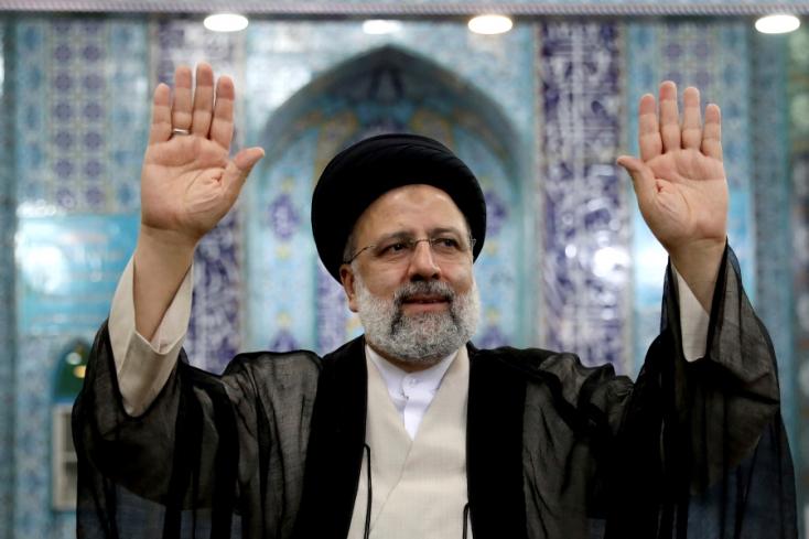 Keményvonalas jelölt nyerte az iráni elnökválasztást, amin több százan akartak indulni