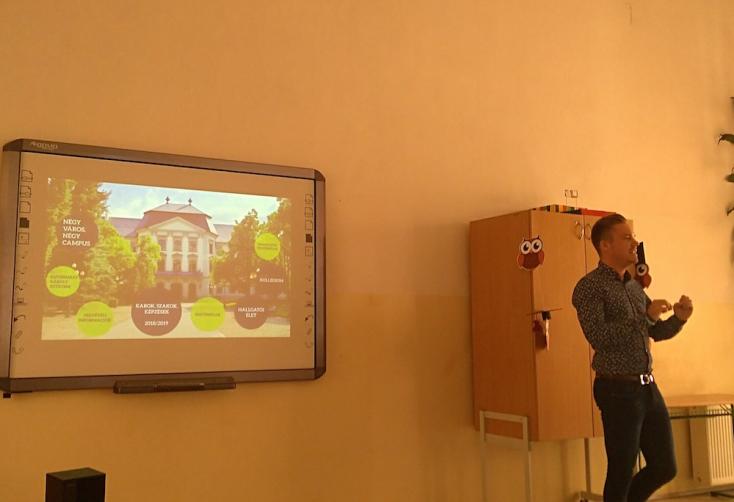 Felsőoktatási előkészítő program indul Füleken és Losoncon