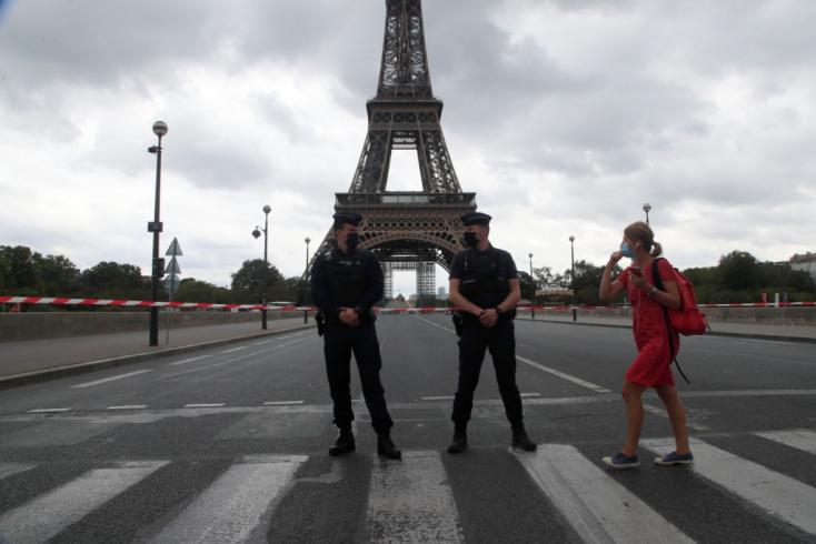 Újranyitották az Eiffel-tornyot a bombafenyegetést követően