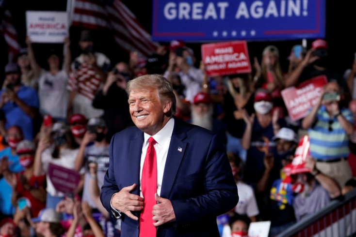 Trump toporzékol, mertaz új szabály szerint aki belepampog a vitapartnere dumájába, annak lekapcsolják a mikrofonját