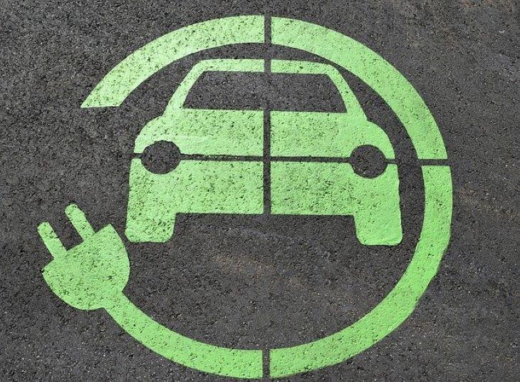 A hibrid elektromos a leggyorsabban növekvő autóipari részpiac Európában
