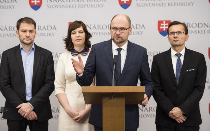 Mozgolódik az ellenzék, megnevezték, melyek a politikailag leprás pártok