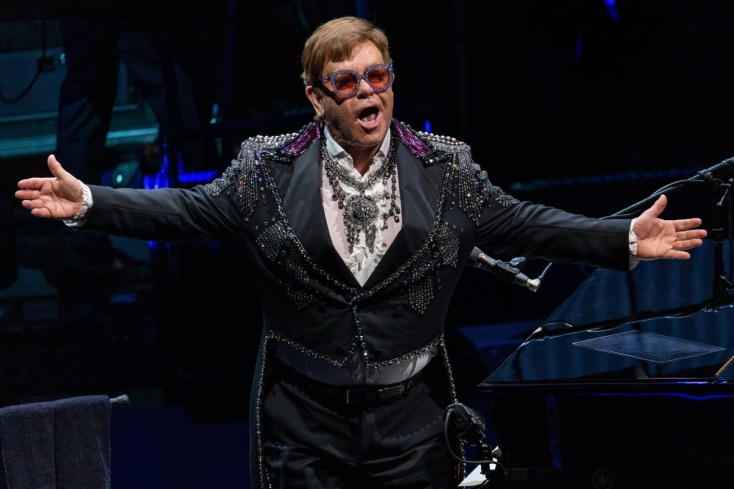VIDEÓ: Elton John egymillió dollárral segíti az ausztrál tűzkatasztrófa elleni küzdelmet
