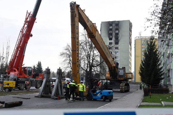 Már bontják a gázrobbanás sújtotta eperjesi panelházat (Videó)