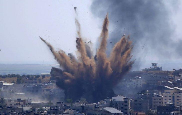 Sajtóirodáknak otthont adó toronyházat döntött romba egy izraeli légi csapás a Gázai övezetben