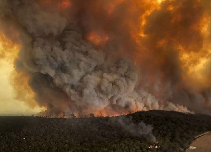 Egy hőerőműre is átterjedtek a lángok Törökországban