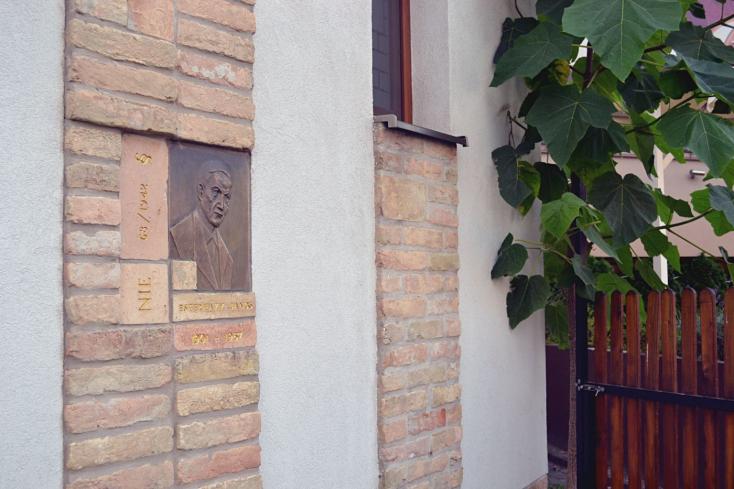 Dunaszerdahely csatlakozik a kétes múltú Esterházy Jánosnak ajánlott emlékévhez