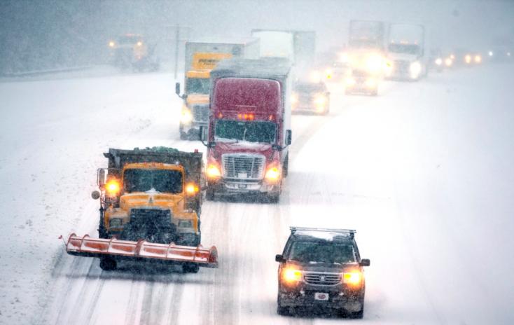 Hóviharok dúlnak az Egyesült Államok délkeleti vidékein, több százezren maradtak áram nélkül