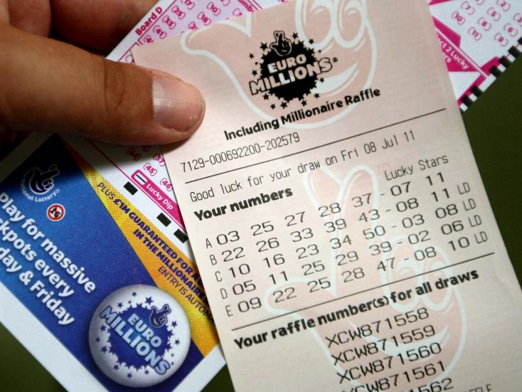 Megnyerte valaki az EuroMillions jackpotját, gazdagabb lett, mint Tom Jones