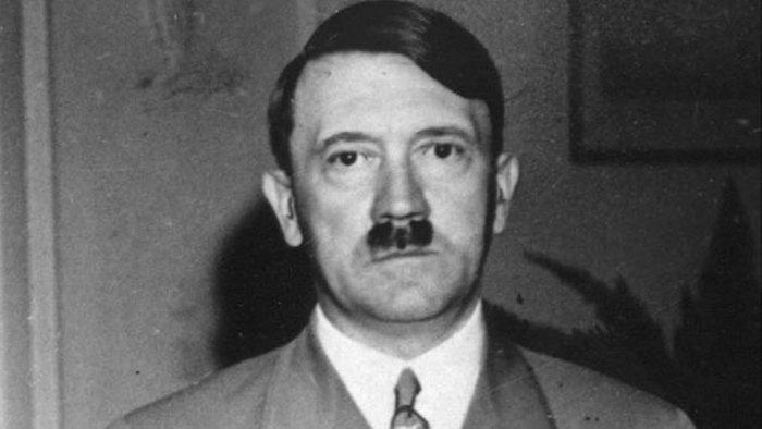 Elárverezték Hitler fotóit