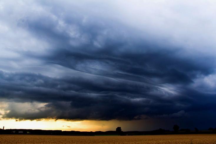 Megnőtt az esélye egy kiadós esti felhőszakadásnak!