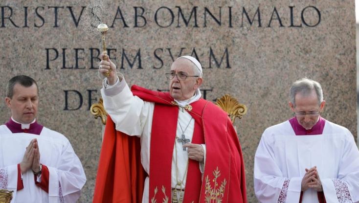 Ferenc pápa nagycsütörtökön ismét rabok lábát mossa meg