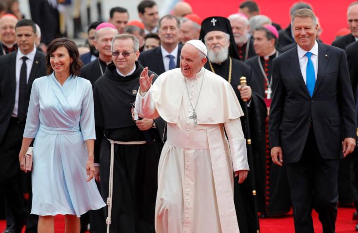 Szabadtéri szentmisét tart Ferenc pápa Csíksomlyón