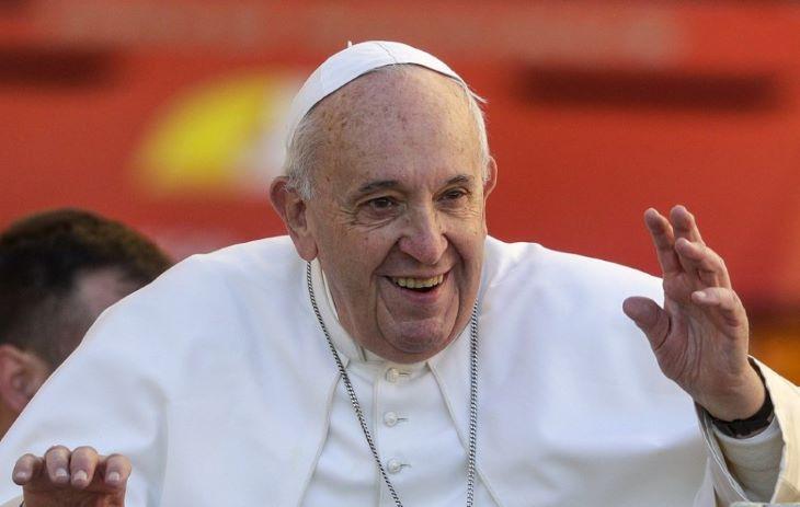 Ferenc pápa kiállt az azonos nemű párok bejegyzett élettársi kapcsolatának joga mellett