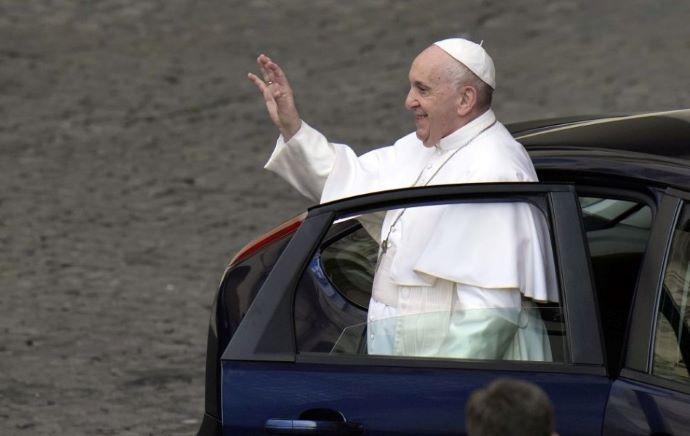 A Közegészségügyi Hivatal szerint a pápalátogatás szervezői döntenek a belépésről