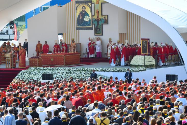 Többen összeestek a tömegben Ferenc pápa látogatásakor