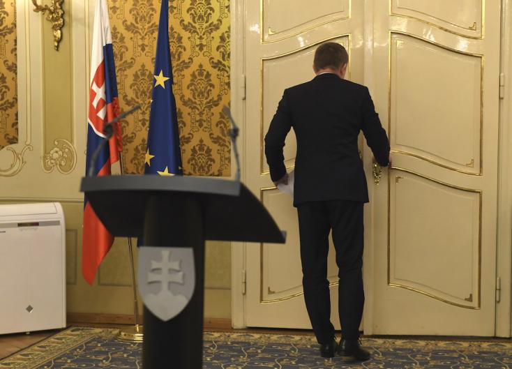 Fico nekiment Kiskának, de belerúgott a sajtóba is - Ján Kuciak sírja mellett!