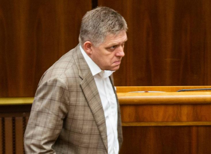 Fico rasszistapárti kijelentései egyik miniszterét is kiakasztották!