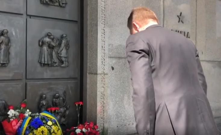 Csontig benyalt Putyinnak Fico. Így vigad egy exkomcsi a fasizmus eltiprása napján