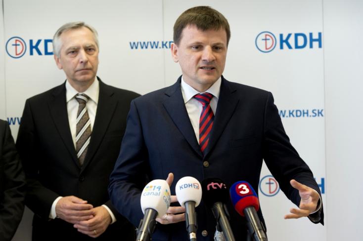 Kommunisták és fasiszták nem lehetnek a KDH tagjai