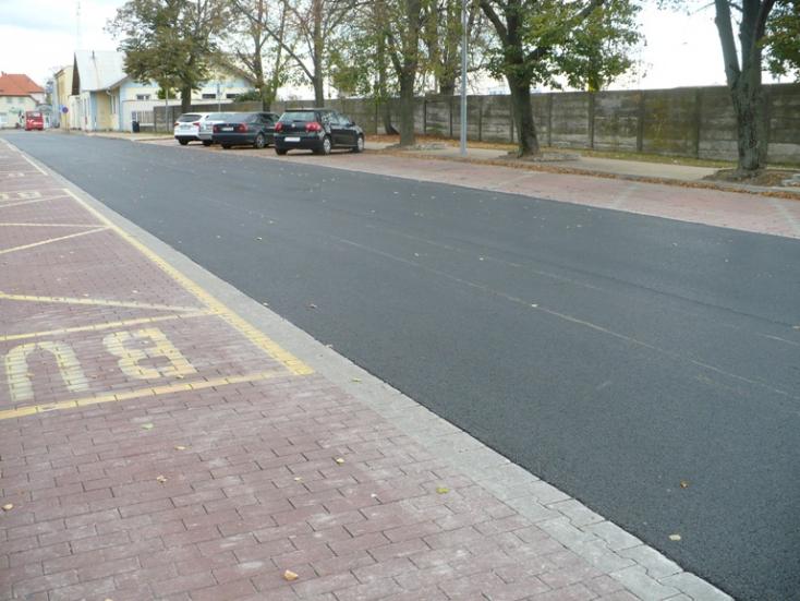 Szenc városa fizetőssé teszi a parkolást a vasútállomáson