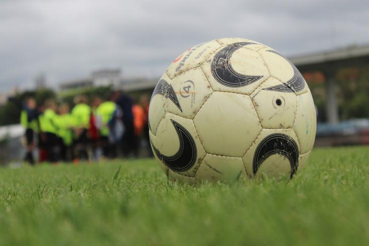 Kerületi focikalauz: szerdán pótolják abajnokit Bősön