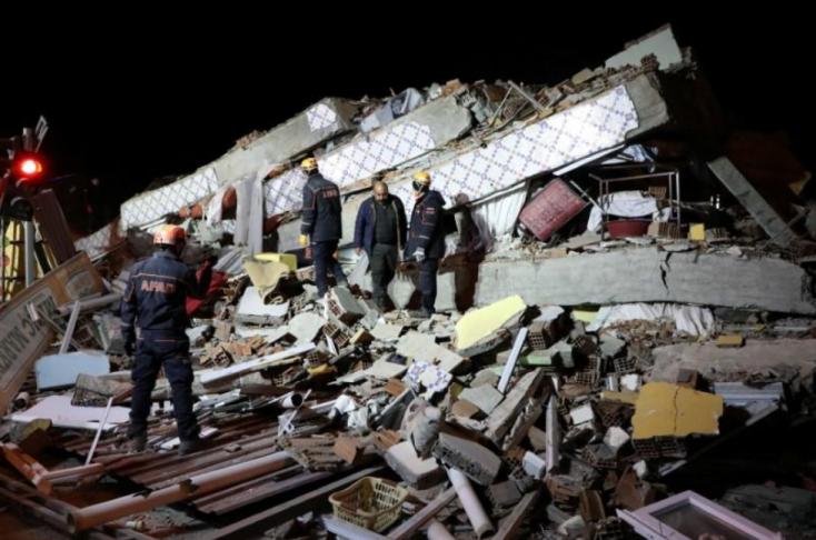 Nőtt a törökországi földrengés halálos áldozatainak száma, folytatódik a mentés