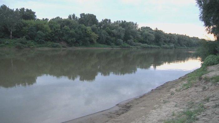 Elmerült egy férfi a folyóban, a fürdőzők azt hitték csak hülyéskedik