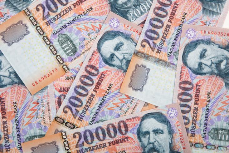 Bezuhant a magyar pénz, 345 fölött jár a forint-euró árfolyam!