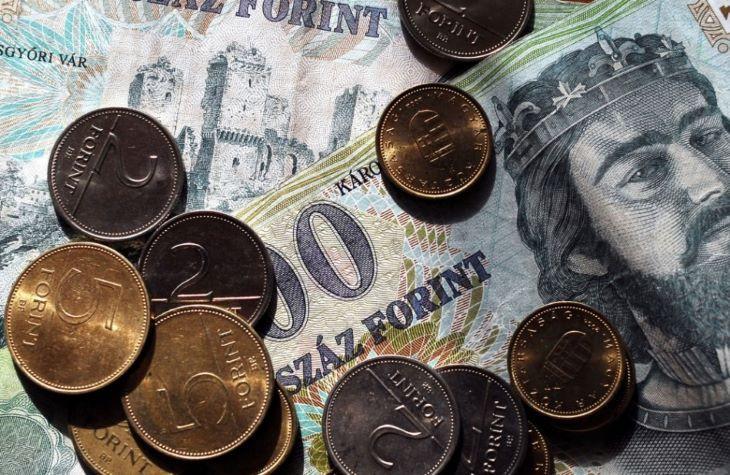 Hajnalban történelmi mélyponton volt a forint az euróval szemben